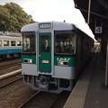 Photos: 徳島駅に停車中の普通列車