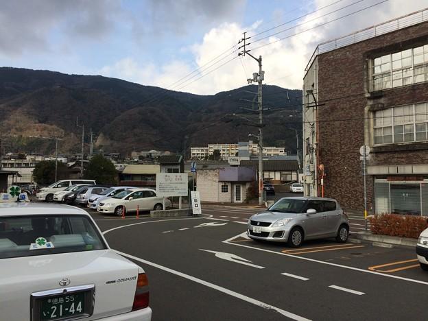 阿波池田駅前と池田高校方面