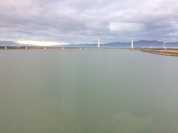 徳島市内 吉野川を渡る