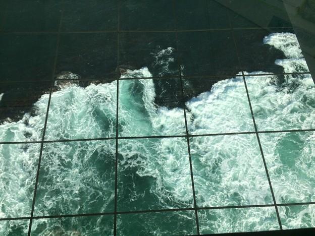 鳴門海峡の渦潮2