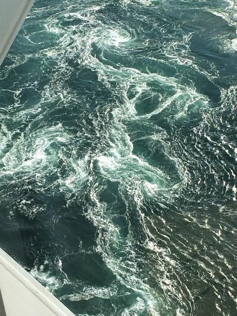鳴門海峡の渦潮5
