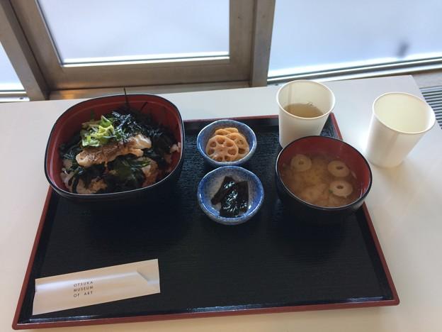 昼食 阿波尾鶏の丼
