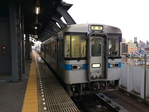 ごめん・なはり線の快速列車が高知駅に到着