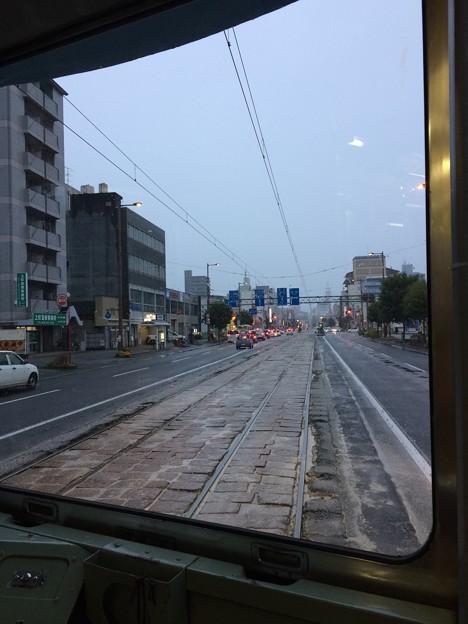 路面電車後方から眺めた高知市内