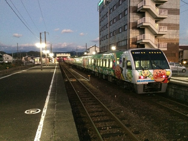 Photos: 土佐山田駅に到着したアンパンマン列車