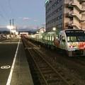 土佐山田駅に到着したアンパンマン列車