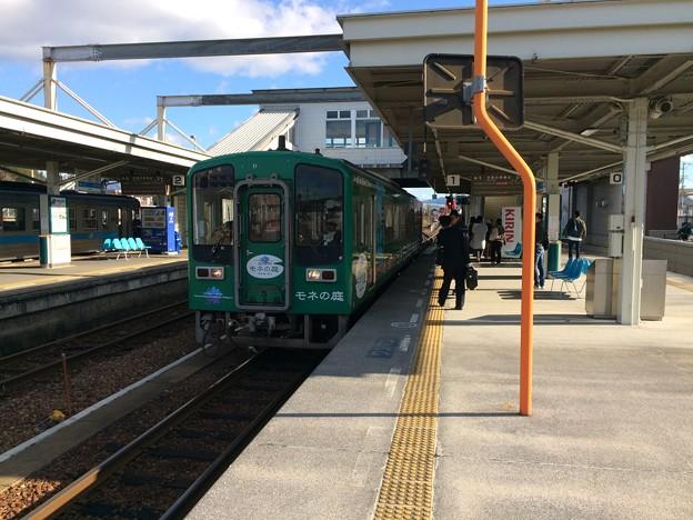 後免駅に到着した、土佐くろしお鉄道ごめん・なはり線の高知行き列車