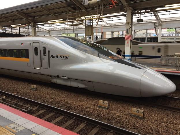 岡山駅停車中のひかりレールスター