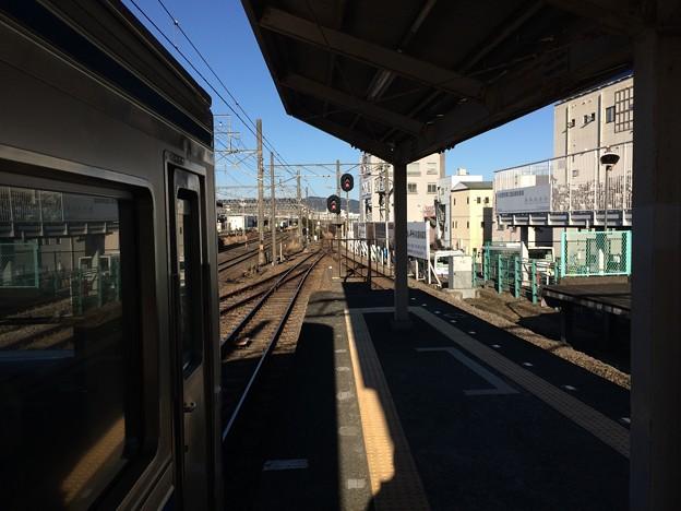 小田原駅ホームより大雄山方面を望む