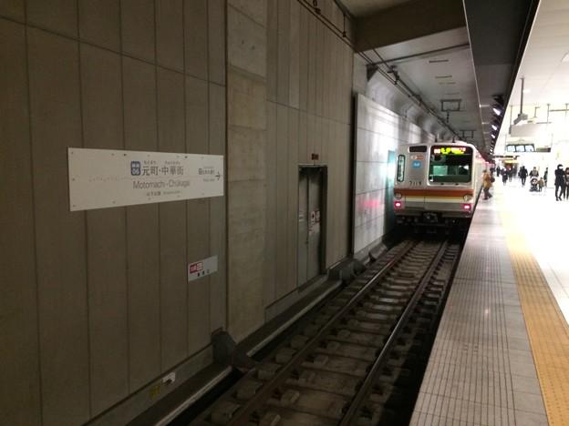 元町・中華街駅ホーム 各停列車