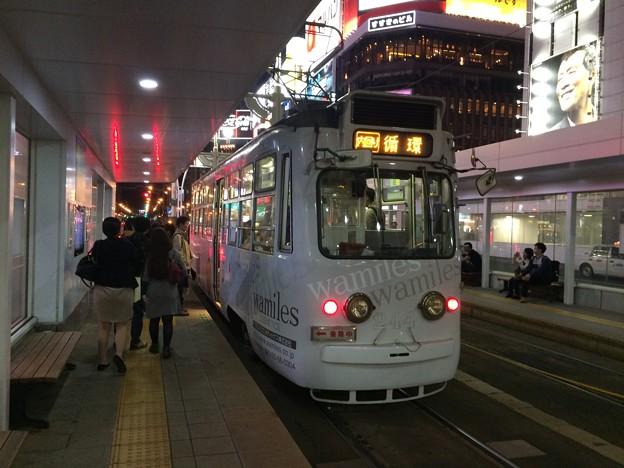 新駅・狸小路に停車する路面電車