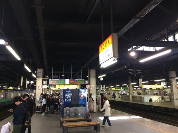 札幌駅5・6番ホームにて特急列車待ち
