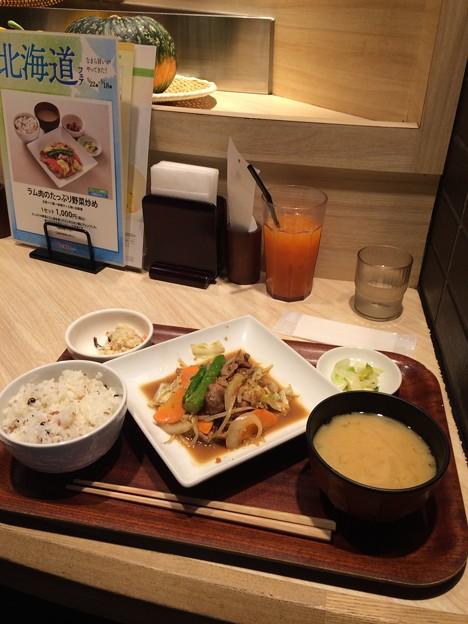 上野エキュートで昼食