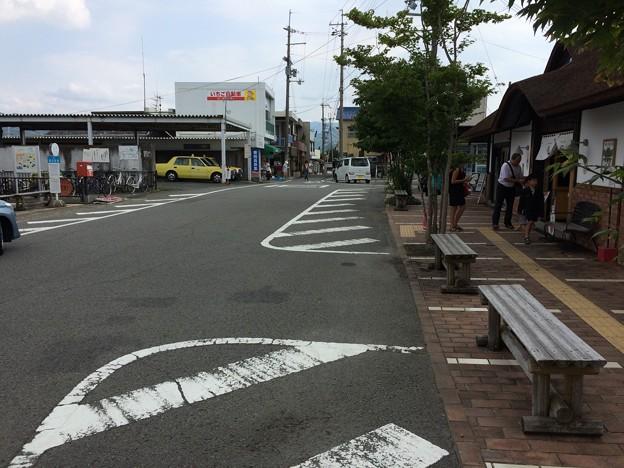 Photos: 貴志駅4 ~駅前広場~