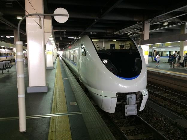 金沢駅に停車中の、能登かがり火3号