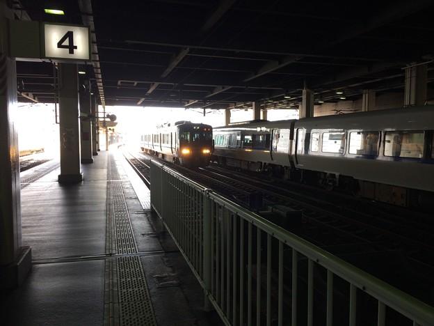 普通列車が金沢駅に入線