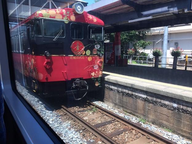 七尾駅で、特急花嫁のれん2号とすれ違い
