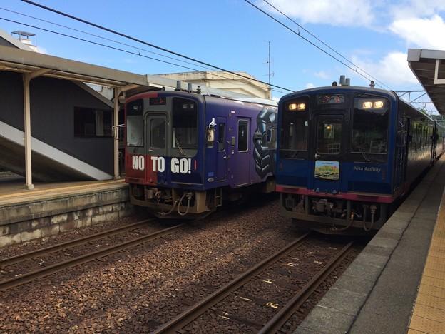 和倉温泉駅にのと里山里海3号が到着