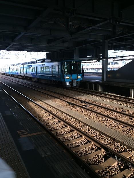 Photos: あいの風とやま鉄道 普通列車@高岡駅