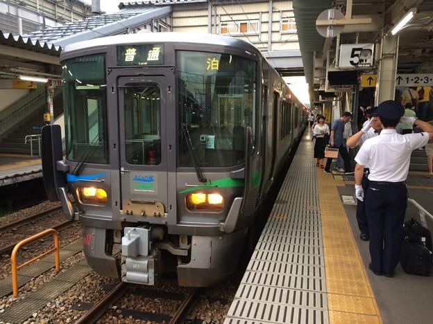 富山駅に停車中のあいの風とやま鉄道普通電車