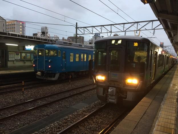 魚津駅にて下車