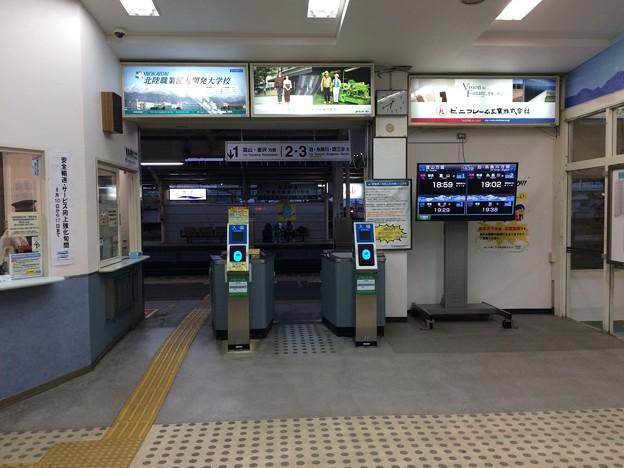 Photos: あいの風とやま鉄道魚津駅改札口