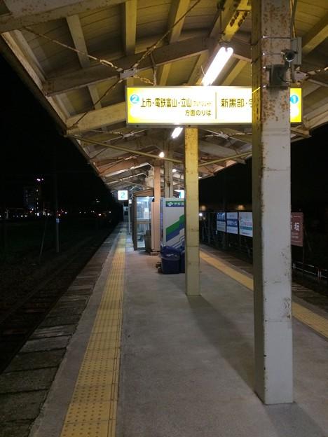 新魚津駅構内