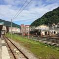 Photos: 富山地方鉄道宇奈月温泉駅と黒部峡谷鉄道宇奈月駅の車両区