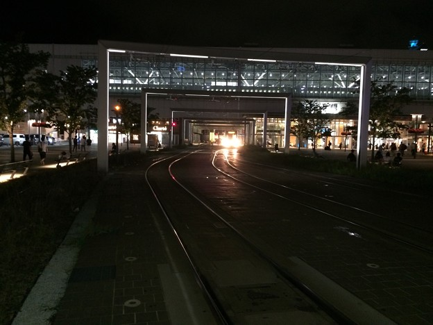 富山駅前 路面電車の走路