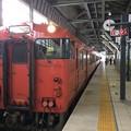 3番線に普通列車高岡行きが到着