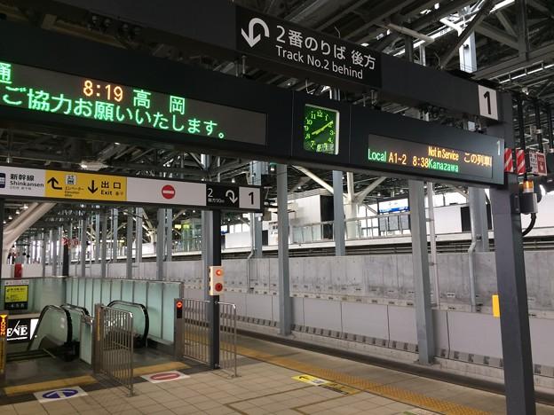 Photos: 富山駅ホームの列車掲示板