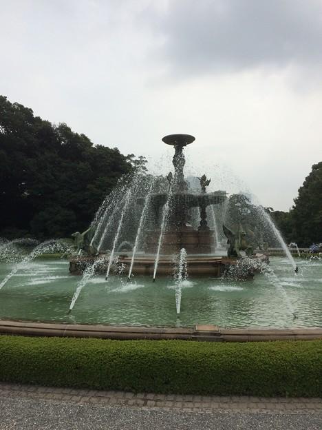 迎賓館前の噴水2