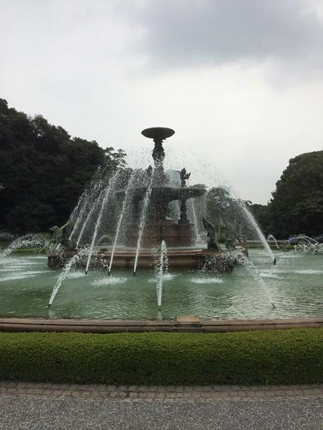 迎賓館前の噴水3