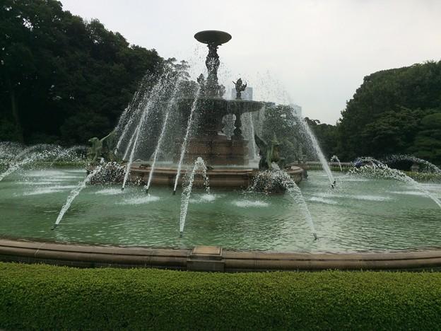 迎賓館前の噴水4