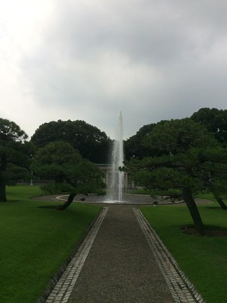 迎賓館前の噴水5