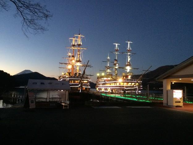 箱根 観光海賊船1