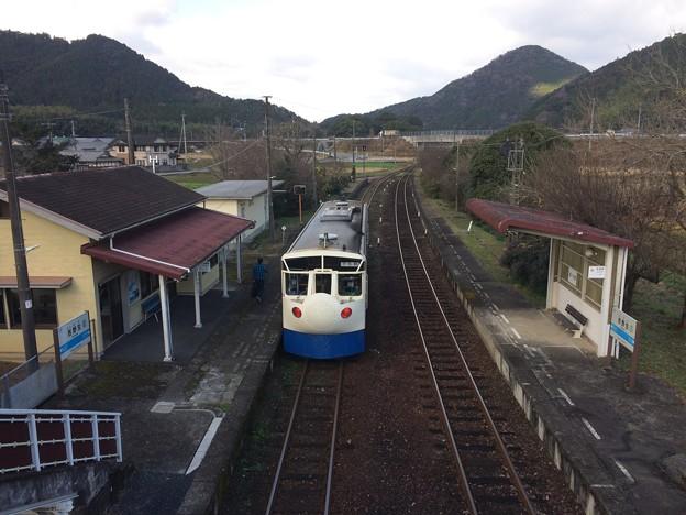 Photos: 吉野生駅7 ~跨線橋から宇和島方面を望む~