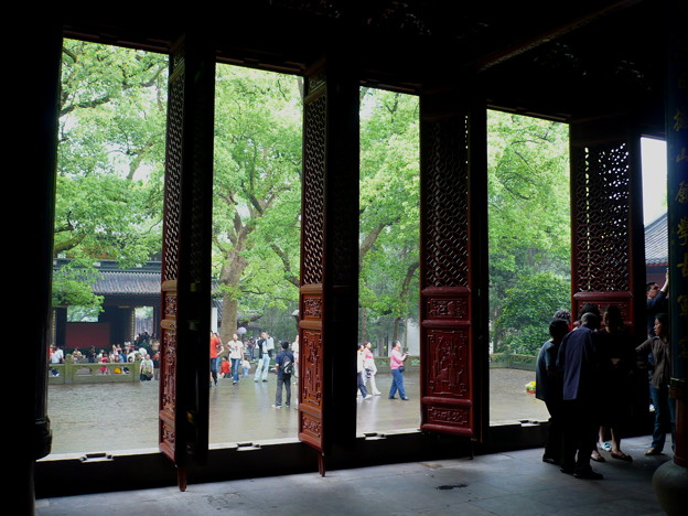 杭州西湖・岳王廟にて