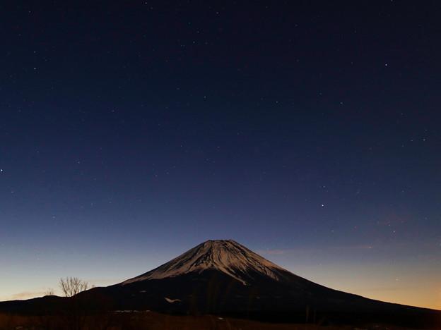 写真: 夜明け前