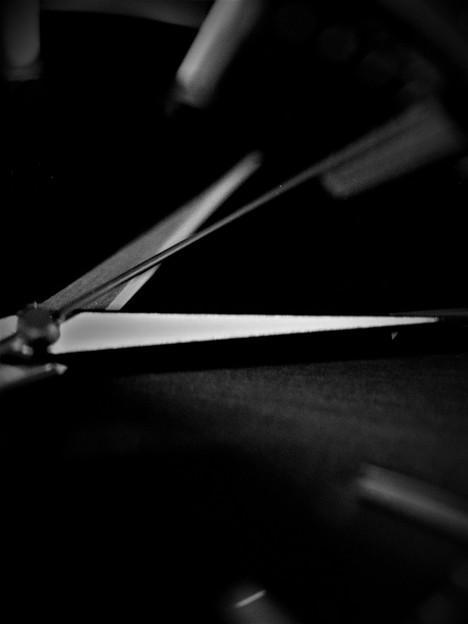 写真: 時を刻む剣