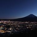 富士山に見守られる街