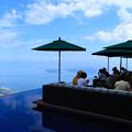 写真: 宙に浮かぶカフェテラス