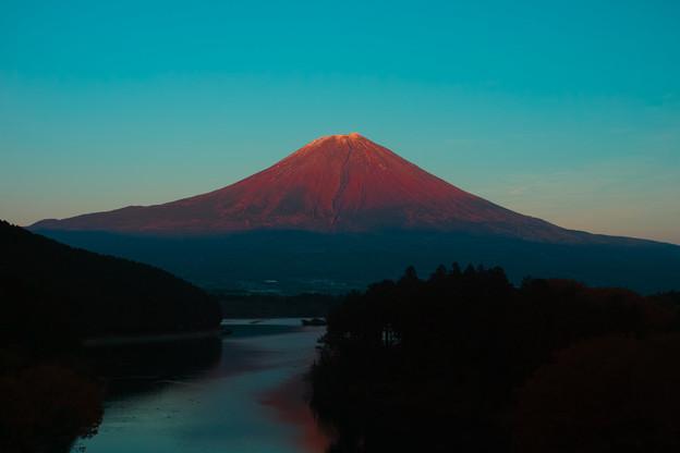 晩秋の赤富士