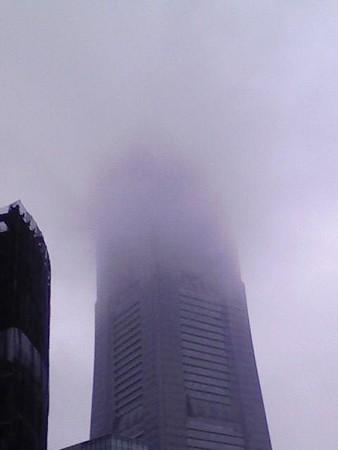 080825-雨のランドマークタワー (1)
