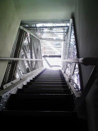 081027-テレビ塔 階段 (2)
