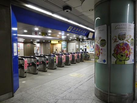 200314-横浜駅北口自由通路 (1)