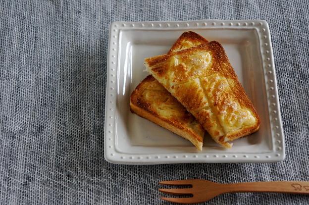 写真: マヨ&Pチーズで♪香ばしトースト
