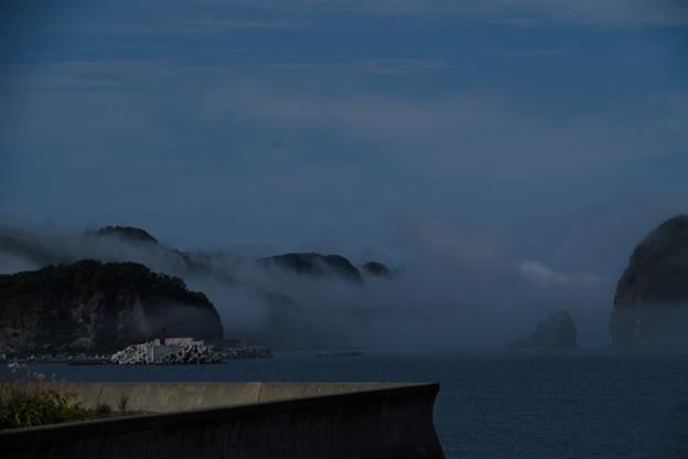 雲が海面まで......