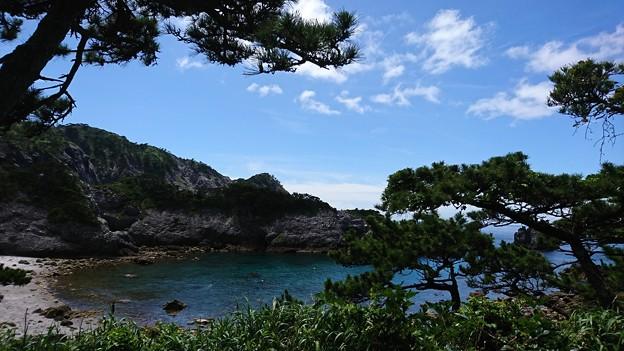 式根島 梅雨明けの海
