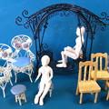 写真: 人形用のミニチュア椅子